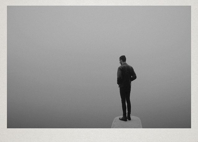 Dreamy Photos of Solitary Figures in Foggy Landscapes - My Modern Metropolis #fotopolis