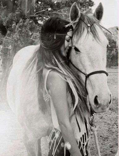 Il paradiso terreste si trova sulla groppa di un cavallo, sul seno di una donna e nel profumo di un fiore ( tratto da Gli indiani D'America:il popolo)