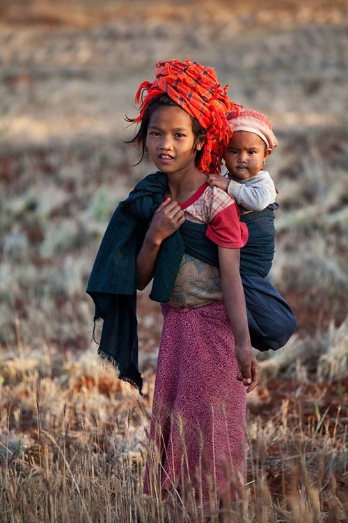 She seems young to be a mother, at least by our standards, if in fact she is. Kelaw to Inle Lake