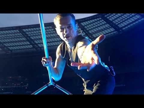 Depeche Mode Stade de France Dave Gahan filme avec mon portable - YouTube