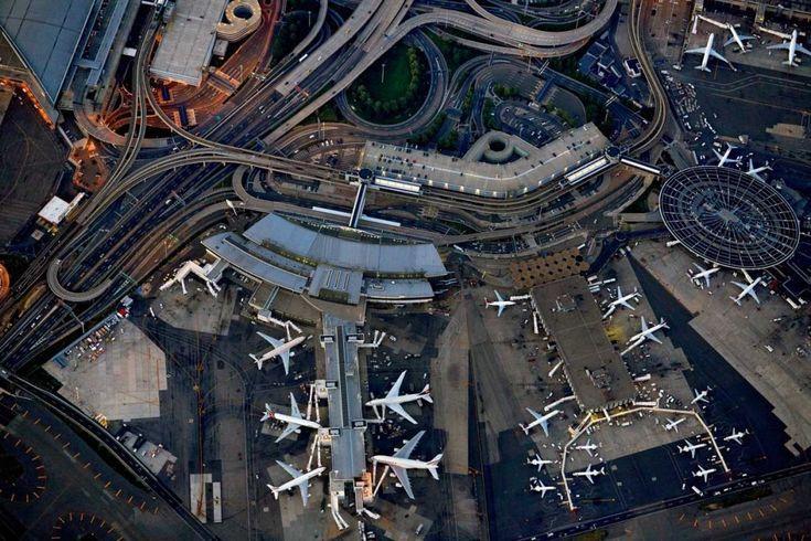 L'ultimo personale progetto di Jeffrey Milstein (newyorchese, architetto e fotografo per passione), è il tentativo di trasformare gli aerei di linea e i principali aeroporti americani in icone contemporanee. Jeffrey sin da piccolo è stato affascinato dagli aerei, e questa sua passione