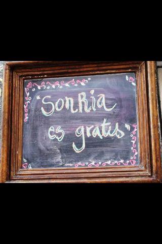 Sonría, es gratis - barrio Lastarria, Santiago Chile