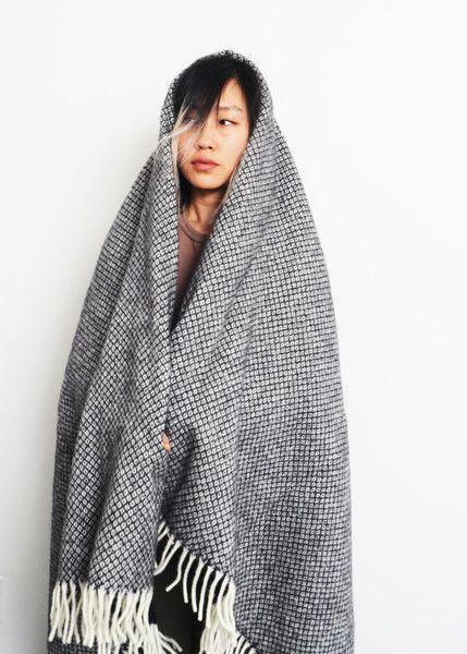 Vega Black Blanket