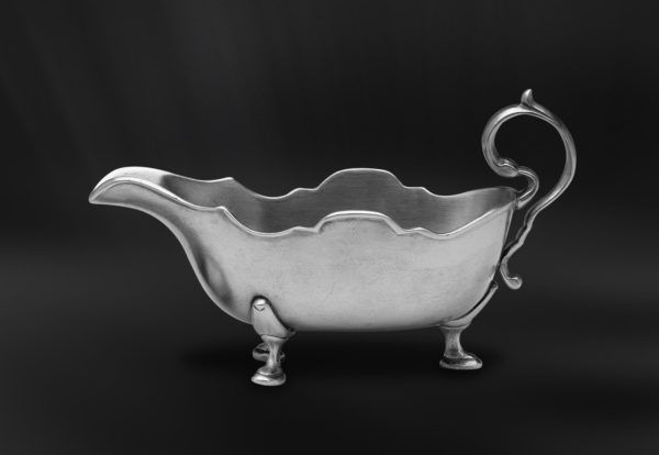 Pewter Gravy Boat - Length: 24 cm (9,4″) - Width: 11 cm (4,3″) - Food Safe Product - #pewter #gravy #boat #peltro #salsiera #zinn #sauciere #étain #etain #saucière #peltre #tinn #олово #оловянный #tableware #dinnerware #table #accessories #decor #design #bottega #peltro #GT #italian #handmade #made #italy #artisans #craftsmanship #craftsman #primitive