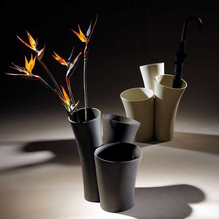 Un originale vaso-scultura che, all'occorrenza, diventa il giusto contenitore per ombrelli, mazze da golf o per una collezione di antichi bastoni da passeggio. Disponibile in due modelli, può anche diventare uno straordinario elemento decorativo se arricchito con piante verdi ricadenti. colore: caolino – fumo – latte – caffè – tortora – ardesia – grigio – …