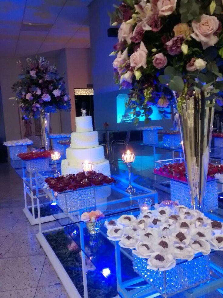 Mesa do bolo e doces. Projeto e execução Le Sorelle Cerimonial e Decoração