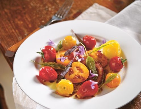 Marinierte Tomaten mit gebratenen Salbeiblättern - Rezept - ichkoche.at