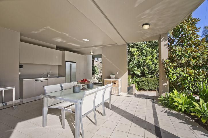 Amazing example of a #prestige #outdoor entertainers #kitchen. How would you #design yours?  http://www.realestate.com.au/property-house-nsw-mosman-120409605