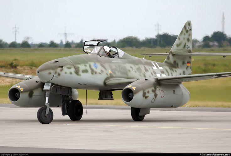 Messerschmitt Me 262 ,first jet fighter built by Germany in ww2. Im  flying first class.