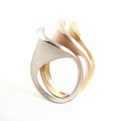Wave-like rings in three metals.