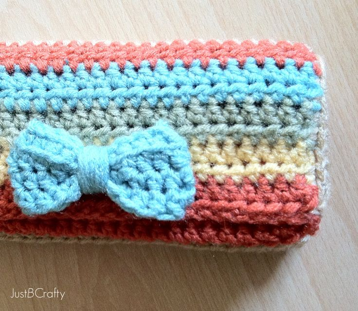 Crochet your own wallet!  Free pattern and full tutorial, so cute!