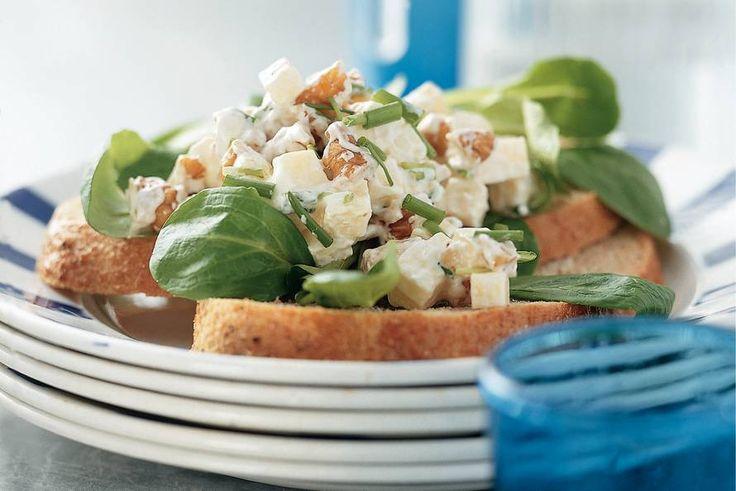 Kijk wat een lekker recept ik heb gevonden op Allerhande! Salade met kaas en sinaasappelmarmelade