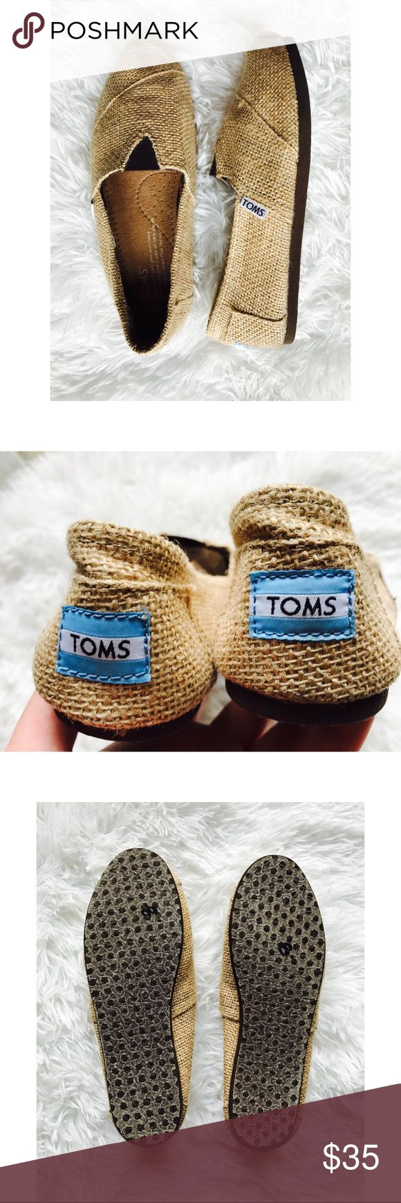 Burlap TOMS Genuine burlap TOMS   Gently used condition   Only wear shown on shoe is on the bottom sole   Very comfortable and lightweight   Very cute with some denim and a t-shirt for the summer months   Open to offers ✨ Toms Shoes Flats & Loafers