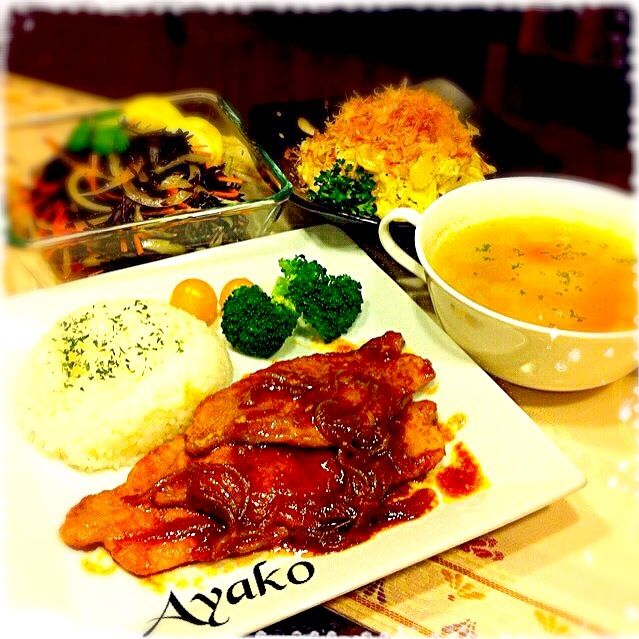 ポークチャップは、懐かしい洋食屋さんの味って、感じです♡スープにお餅を入れると、それだけで結構お腹一杯になりますね〜(*^^*) - 214件のもぐもぐ - ポークチャップ、餅入り具だくさんスープ、ひじきのナンプラーマリネ、白菜のサラダ♡ by ayako1015