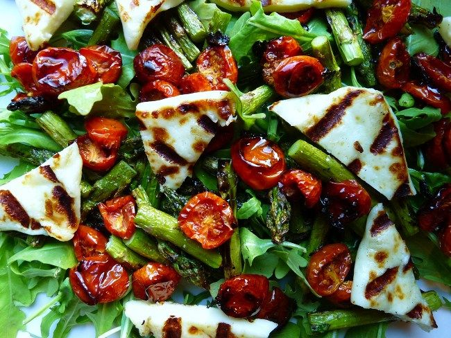 Roasted tomato haloumi asparagus salad 650