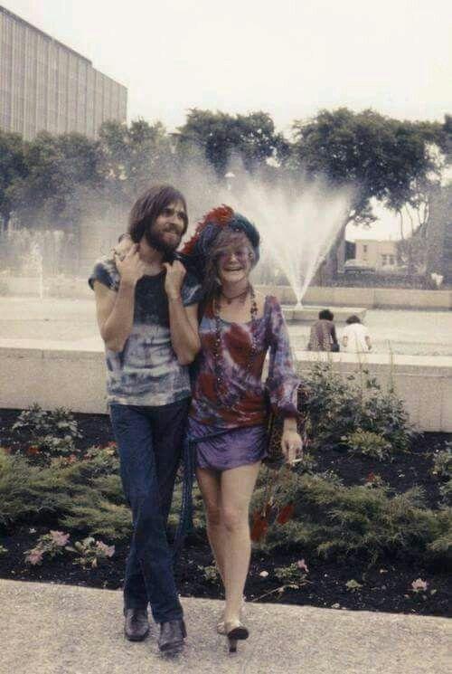 Janis And Eric Anderson At Memorial Park Winnipeg Canada -1136