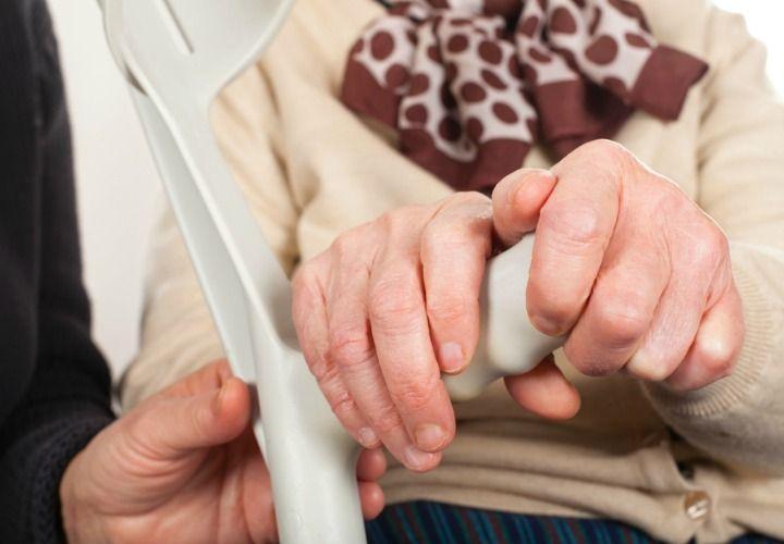 Este año se cumplen 200 años de que se descubrió la enfermedad de Parkinson, y les decimos todo lo que deben saber sobre este mal y cuáles son los síntomas.