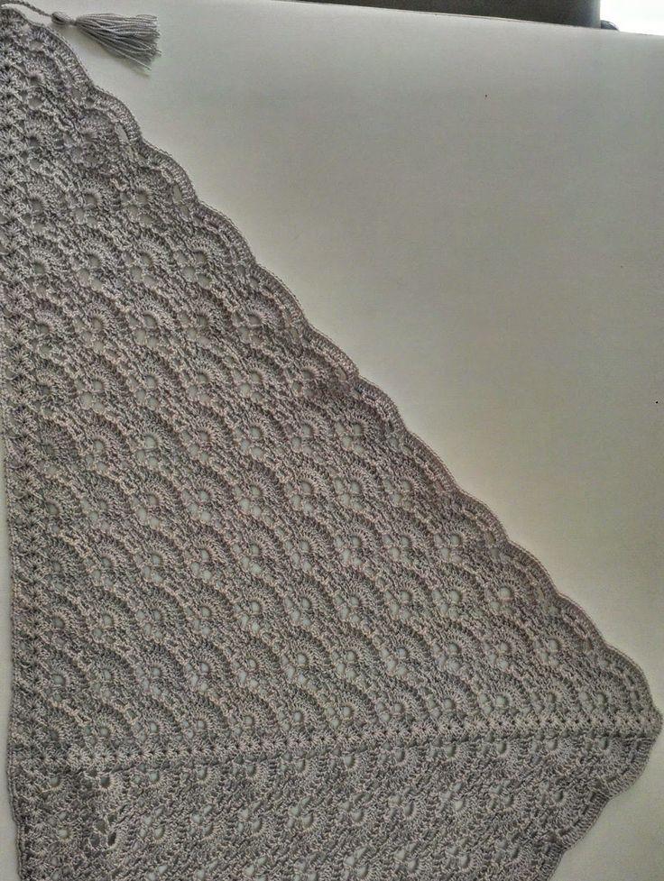 Tia Bones, hilando ideas: Chal triangular al Crochet (con patron)