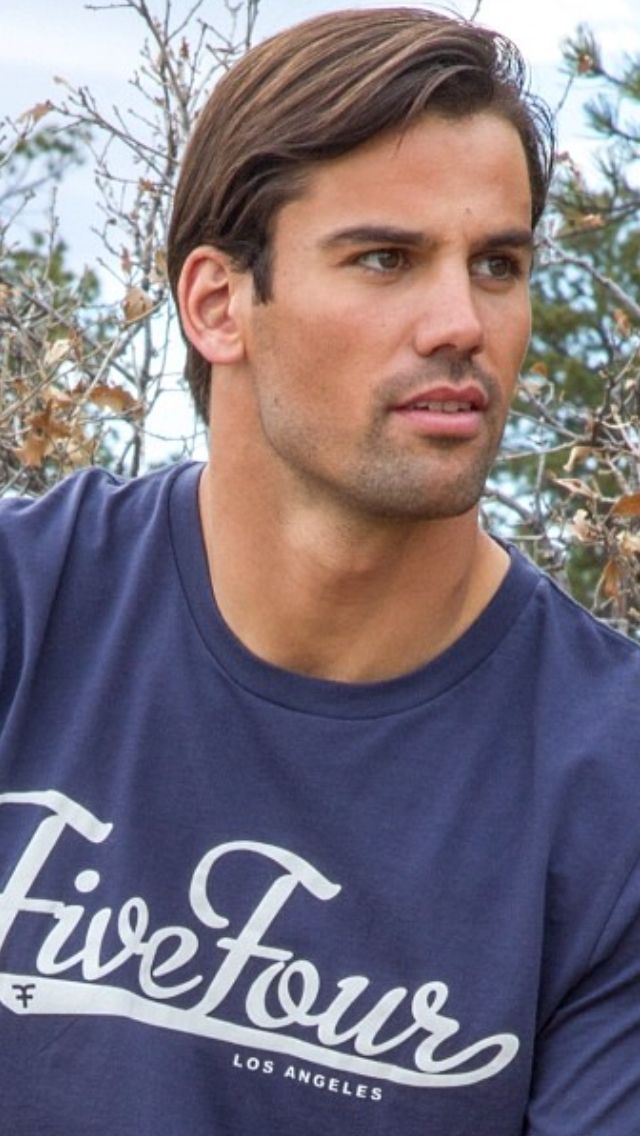 Eric Decker is crazy handsome