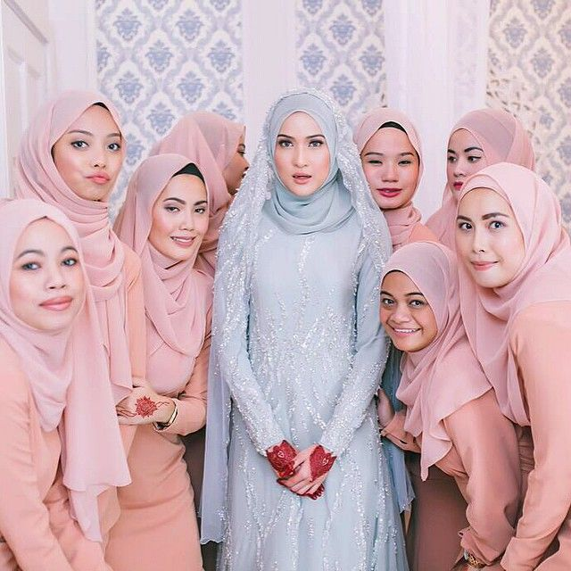 Brace yoself. Its time for #BridesmaidsAppreciation posts. (Gambar dari @azmwhb )