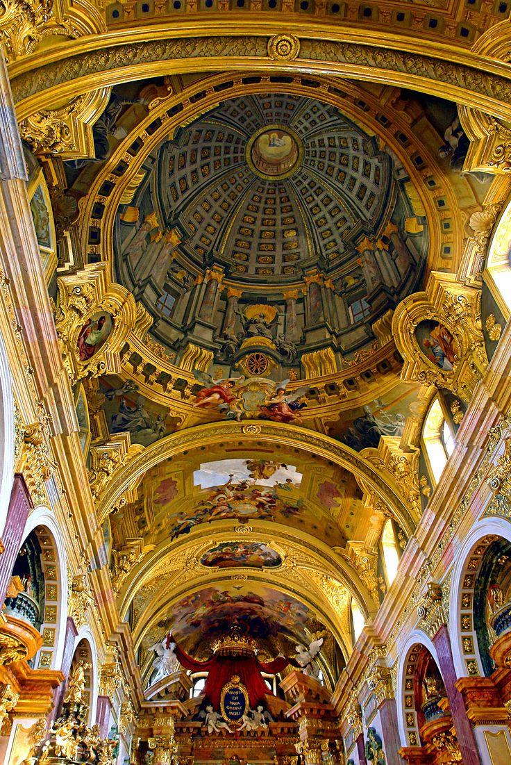 Fresco with Trompe l'oeuil - Andrea Pozzo -Jesuit Church Vienna - Обманка — Википедия