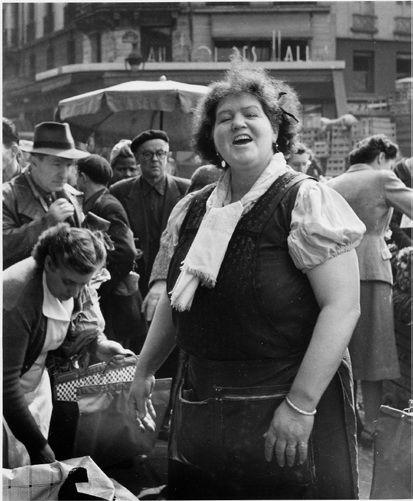 Doisneau. Marchande des Halles, Paris. 1953.