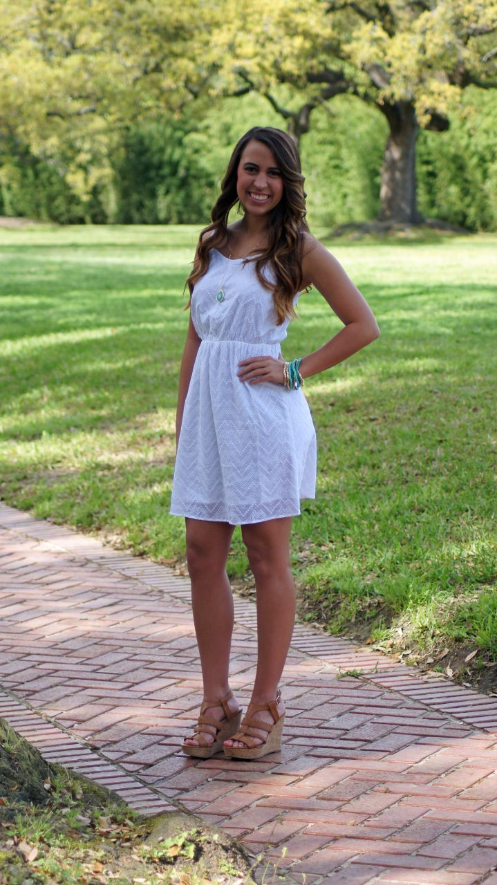 So simple and perfect for warm summer days. You will wear this dress over and over again. So great and easy to throw on with a wedges or cute flip flops. Fits true to size. Chelsea wears a size 0/2 an
