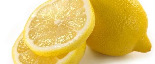 Συνταγή: Φτιάξτε το πιο γρήγορο και απλό αποσμητικό με λεμόνι