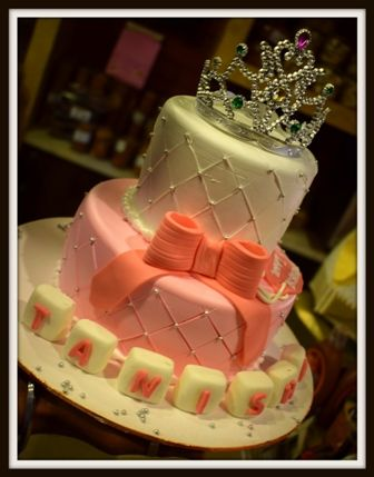 #PrincessThemeCake   On your daughter's birthday , surprise her with this adorable and delicious cake. Let her know that she is your princess and will always be. Order Online at www.avonbakers.com for delivery of these cookies at your doorstep in Delhi , Meerut, Modinagar , Noida , Gurgaon , Ghaziabad and Faridabad