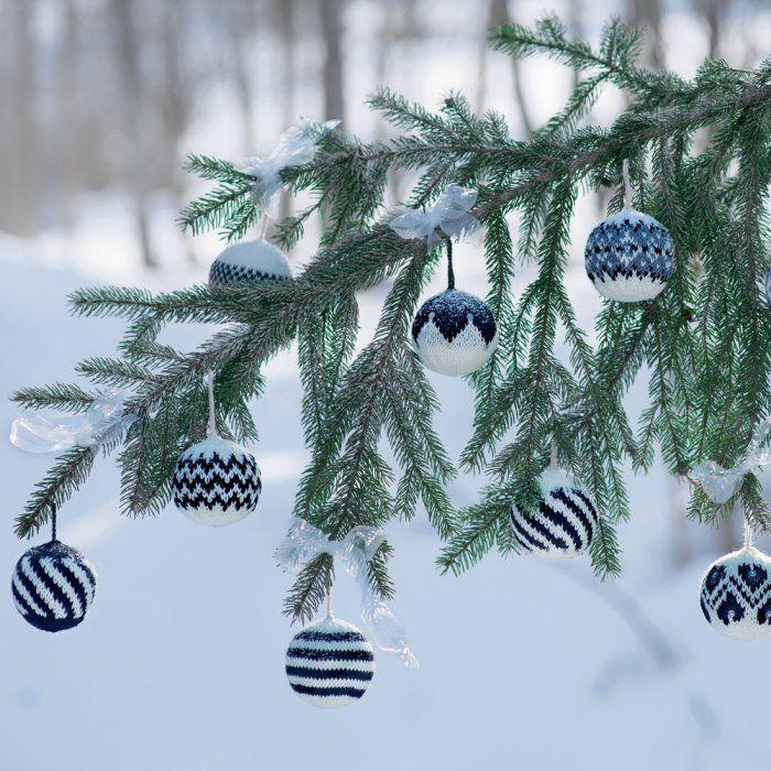 Patron de tricot : des boules de Noël en tricot! - knitted christmas decoration - Marie Claire Idées