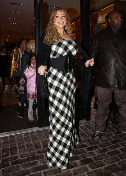 """Mariah Carey Photos - """"All I Want For Christmas Is You"""" singer Mariah Carey did some Christmas shopping while vacationing in Aspen, Colorado on December 22, 2012. - Mariah Carey Christmas Shopping In Aspen"""