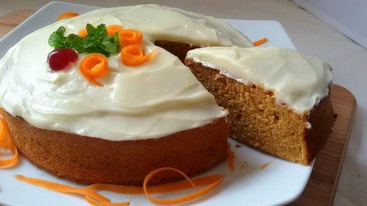 Tarta de zanahoria. Esta famosa tarta o carrot cake es una verdadera delicia. Con azúcar integral y con un glaseado de crema de queso tipo philadelphia.