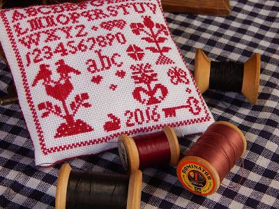 In & around my house : cross stitching little samplers ....