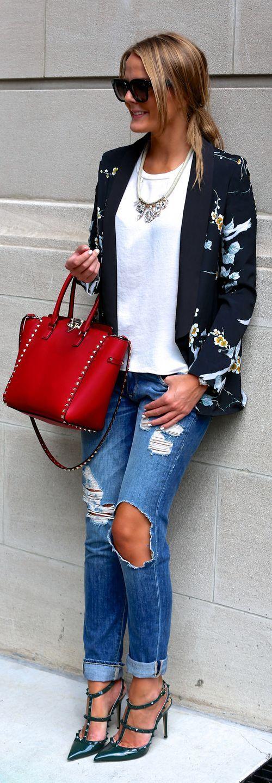 Blazer floral top blanc jean troué escarpins ouverts
