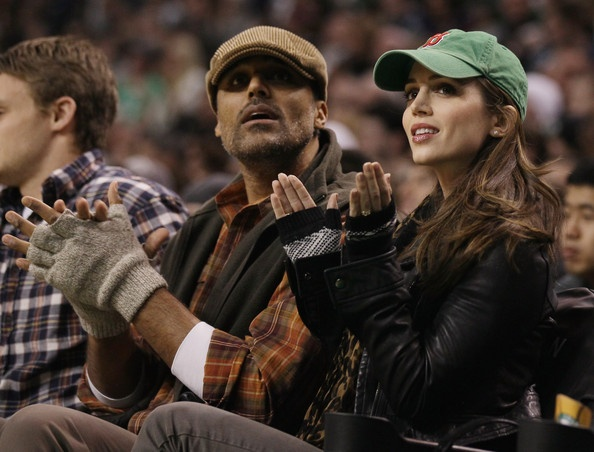Eliza Dushku and Rick Fox Photo - New Jersey Nets v Boston Celtics