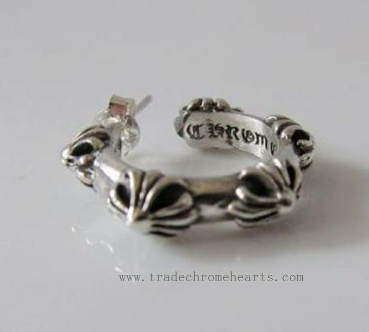 Chrome Hearts Hoop Earrings typical. Cross motif is arranged in the hoop. Chrome Hearts Hoop Cross S Pierced Silver Earrings. It is the item where you can enjoy a reasonable volume and presence. Brand: Chrome Hearts. Gender: Unisex. Material: 100% 925 Silver Weight: 9 grams. http://www.tradeschromehearts.com/chrome-hearts-earring-hoop-cross-s-pierced-silver-wholesale-p-60.html