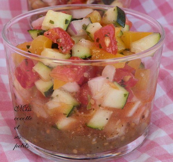 Hop Hop bonjour, Hier , je vous présentais la caviar d'aubergine,la recette ICI voici à quoi il m'a servi!! J'ai eu besoin pour la manger à la ratatouille!! cette année, je n'ai pas eu de courgettes au jardin, et je n'ai même pas planté d'aubergine, donc...