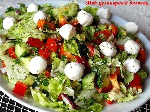 Салат с рукколой, моцарелой, креветками