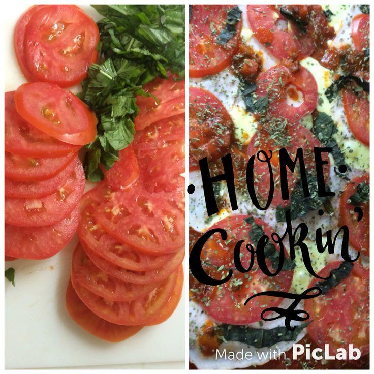Pizza con masa integral Tomate-albahaca Jamón de pavo Queso Salsa de tomate natural
