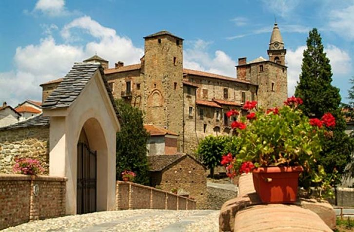 Castello di monastero Bormida. Springtime castle view! Monsastero Bormida, once (many centuries ago) a monastery. In the Acquese and Ovadese wine region of Piemonte, Italy