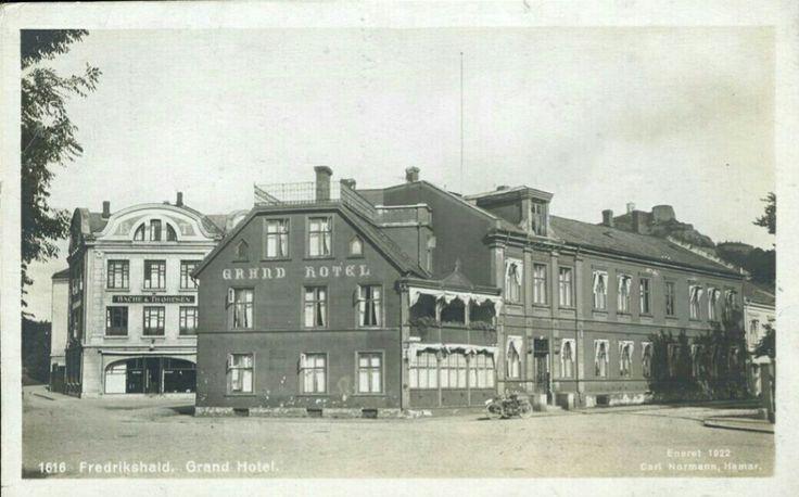 Østfold fylke Halden kommune  GRAND HOTEL, FREDRIKSHALD i fint nærbilde Utg Normann 1922