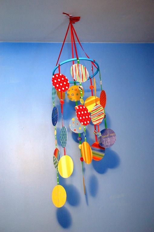 diy colorful scrapbook paper hanging mobile for kids 39 room. Black Bedroom Furniture Sets. Home Design Ideas