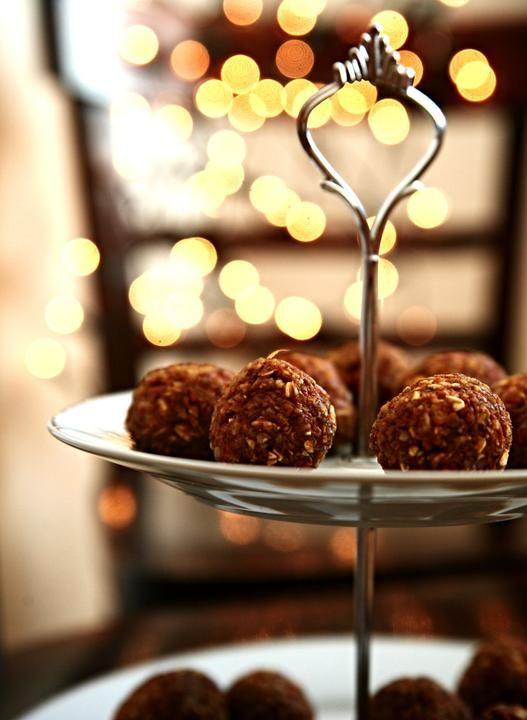 Mrkvovo-ořechové kuličky - http://receptydetem.cz/mrkvovo-orechove-kulicky/