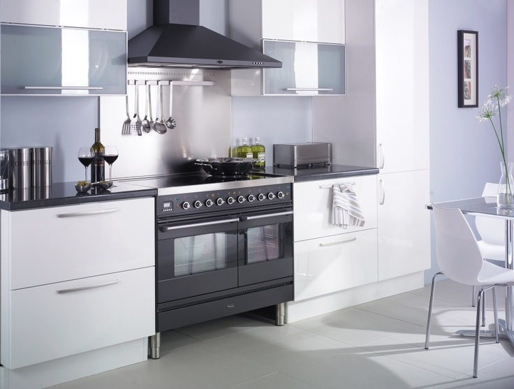 The Graphite L Line Britannia Range Cooker Looks Great In This Gloss White  Kitchen   We