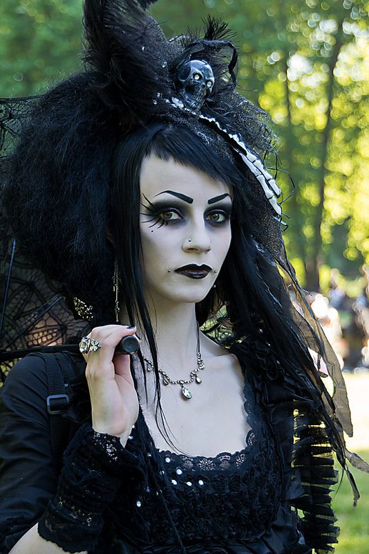 Goth: Goth Girl. Awesome makeup for a witch! | Dressed for ...