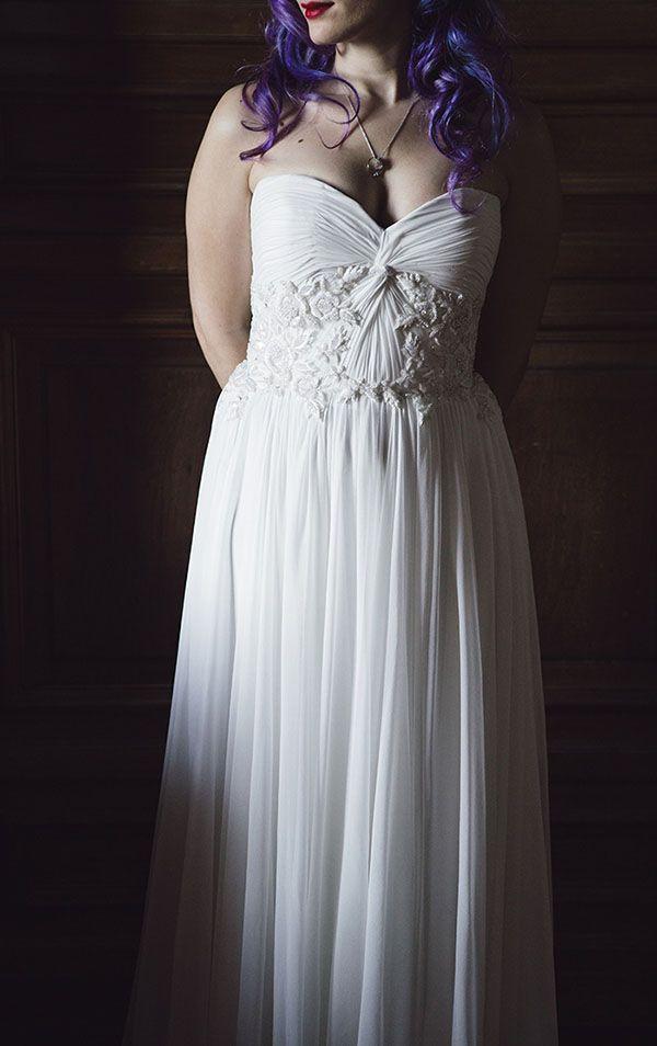 sweetheart neckline dress & gorgeous purple hair http://weddingwonderland.it/2015/09/matrimonio-anni-20-vico-equense.html