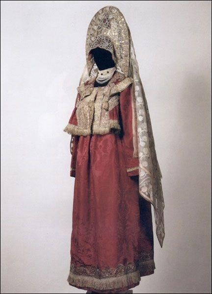 holiday attire for young married woman. Russia, Kostroma province, Galich. XIX century. traditional Russian costume. dushegreya, kokoshnik with veil