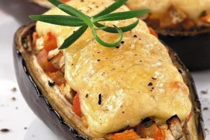 Eggplant with chicken and cheese. Recipes with photos.