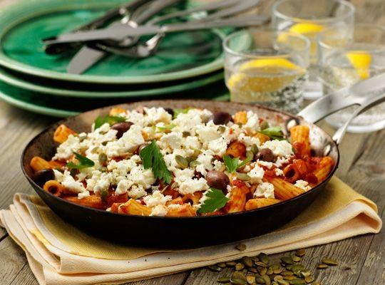 Ulrikas kikärtsrigatoni med tomatsås, fetaost och oliver - Risenta
