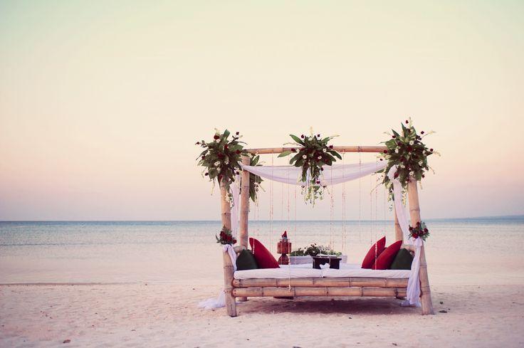 Bamboo bed on the beach, Hotel Tugu Lombok, Sire Beach